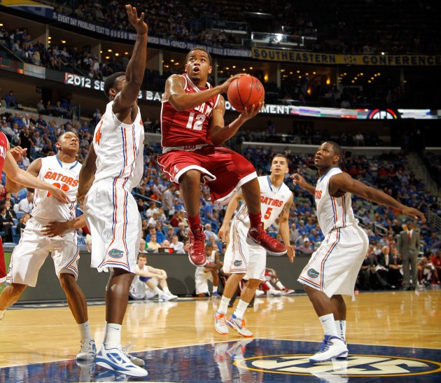Alabama Men's Basketball Falls at Auburn
